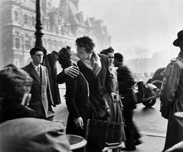 Foto di Robert Doisneau - Le baiser de l'Hotel de Ville, Paris, 1950
