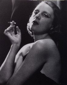 Camuzzi. Tamara à la cigarette