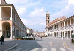 Faenza - Veduta della Piazza con Torre dell'orologio