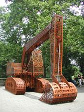 Wim Delvoye, Caterpillar n. 5, 2002, acciaio corten, cm. 300×350x900