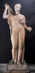 Sabina - Afrodite, Statua di Afrodite tipo Fréjus con testa moderna di Sabina, marmo pario, altezza totale 179 cm, altezza della testa cm 27, Città del Vaticano, Musei Vaticani, Museo Pio Clementino, Gabinetto delle Maschere 42