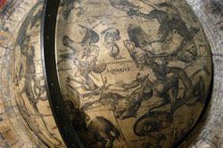 Cat 56. Giuseppe de Rossi (attivo 1615 circa), Jodocus Hondius (1563-1612), Globo celeste (part.) Milano, 1615, Ø 20,6 cm, h 45,8 cm, Venezia, Museo Correr