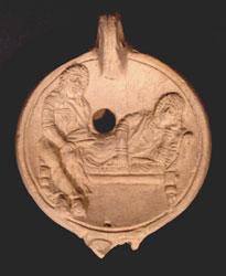 Lucerna con scena teatrale, Terracotta, Fine del II - inizio del III sec. d.C., Ostia, Antiquarium Ostiense, DiM. Ø cm 10,8