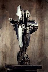 Grande Martirio piagato, 1960 - ferro lavorato su base lignea, cm 130×70x50, Archivio Somaini, Milano