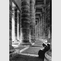 Gianni Berengo Gardin, Il colonnato di San Pietro, 1986