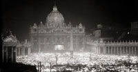 Umberto Sciamanna,Veduta notturna della basilica di San Pietro affollata di fedeli, 1950 circa (particolare)