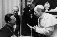 Mons. George Lemaître in conversazione con Papa Pio XII