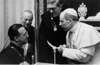 Mons. George Lemaître in conversazione con Papa Pio XII