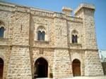 Facciata anteriore del Castello Caracciolo