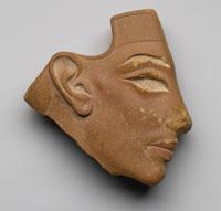 Elemento di intarsio riproducente il viso di Akhenaton o Nefertiti, XVIII dinastia, regno di Akhenaton (1350 – 1333), New York, The Brooklyn Museum