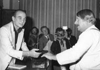 Mattia Moreni durante la premiazione dell'edizione del 1973 del Premio Campigna