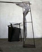 Alberto Ghinzani, Teatro dell'assenza, 2006 , ferro e resina, cm.270x300x42