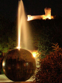 Brisighella - palla con rocca di notte