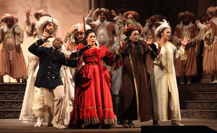 Da sinistra a destra. Michele Pertusi (Mustafà), Vincenzo Taormina (Taddeo), Lawrence Brownlee (Lindoro), Anita Rachvelishvili (Isabella), Pretty Yende (Elvira), Valeria Tornatore (Zulma)