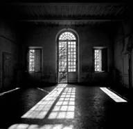 Luci d'ombra, viaggio nei luoghi manicomiali