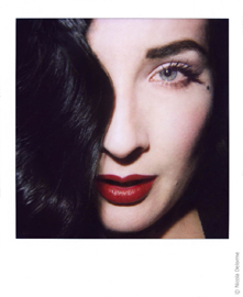 Nicola Delorme, Dita von Teese (2010), Polaroid SLR 680, Polaroid 600, Close up con uso flash  macchina