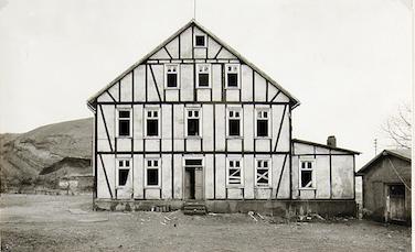 Bernd e Hilla Becher, Wohnhaus in Niederschelden bei Siegen, 1974