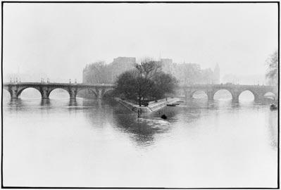 Ile de la Cité, Parigi, 1952_© Henri Cartier-BressonMagnum PhotosContrasto