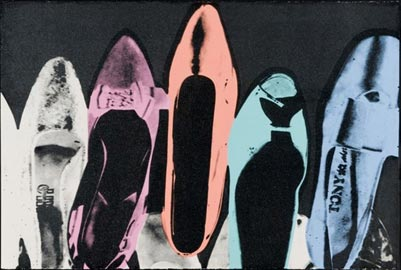 Andy Warhol, Shoes, 1980, Serigrafia e polvere diamantata su carta, cm 102 x 152