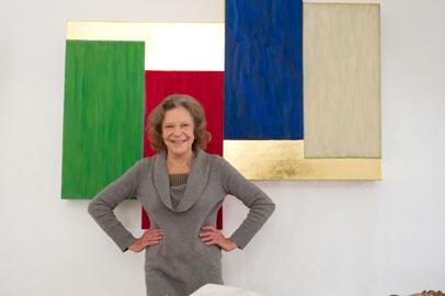 MaryObering nel suo studio a Specchia_alle spalle Per Roger, Acrilico, uovo e foglia d'oro su legno, 2005