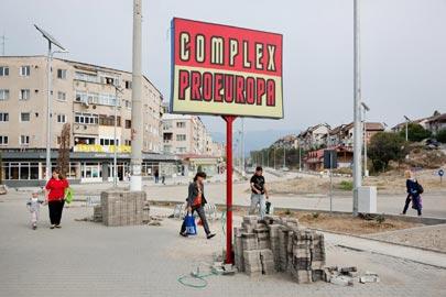 Frederic Lezmi: Vulcan Romania, C-Print, 2011