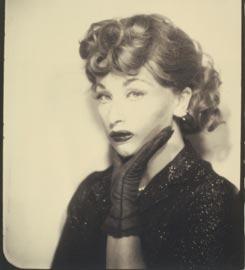 Cindy Sherman Untitled (Lucy), 1975/2001 fotografia in bianco e nero, stampa alla gelatina d'argento Courtesy: Collezione Verbund Vienna