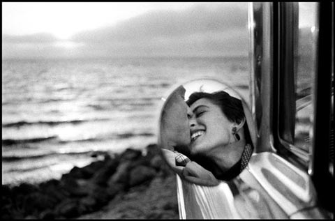 California, USA. 1955. © Elliott Erwitt / Magnum Photos