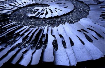 Franca Ghitti, Meridiana, scarti di ferro e polvere di ferro (ph Fabio Cattabiani)