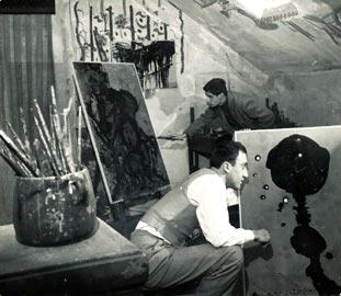 Enrico Baj e Dangelo nell'atelier di via Teulli 1 Milano dicembre 1951