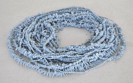 Chiara Camoni, Sul perché in natura tutto avvolge a sinistra, 2012, terracotta azzurra, filo di ferro, 50x60 cm