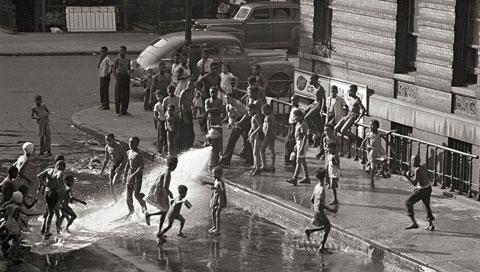 Gordon Parks Harlem 1948, © The Gordon Parks Foundation