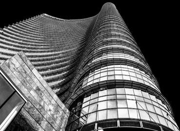 Torre Unicredit bianconero esteso firma Giusy Baffi