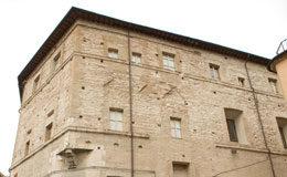 Sassoferrato, Palazzo degli Scalzi