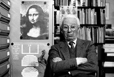Atto, Bruno Munari nel suo studio, Milano 1988 © Isisuf