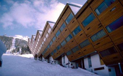 Charlotte Perriand e Guy Rey Millet, Atelier di architettura di montagna, La Cascade, Les Arcs 1600, Savoia, Francia, 1968-1969