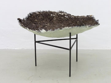 Björn Braun, Untitled (Wildschweinkessel), 2014, resin, soil, steel, 78 x 70 x 53 cm, Courtesy Meyer Riegger, Karlsruhe/ Berlin, Image Courtesy Meyer Riegger, Karlsruhe/ Berlin