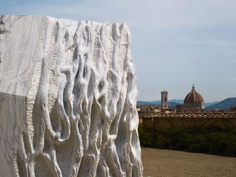 Anatomia, 2011 marmo bianco di Carrara 310×172×156 cm Giardino di Boboli, Firenze 2014 © Pietro Savorelli e Benedetta Gori