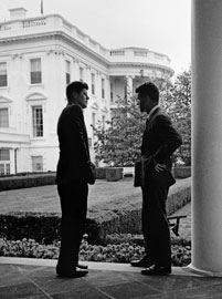 Il Presidente J.F. Kennedy con il fratello Robert F. Kennedy 1961, Copyright George Tames, The New York Times