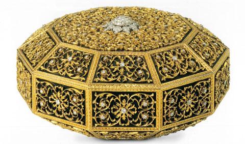 """Gianmaria Buccellati, 1970 """"Scrigno Mediceo"""", di forma decagonale, in oro giallo, con fondo in acciaio brunito , castoni in oro bianco incassati in brillanti"""