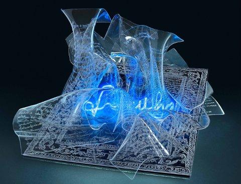 Laura Ambrosi, Come un presepe, 2014, scultura luminosa, metacrilato inciso a mano, neon, cm 47 x 36 h 35 cm