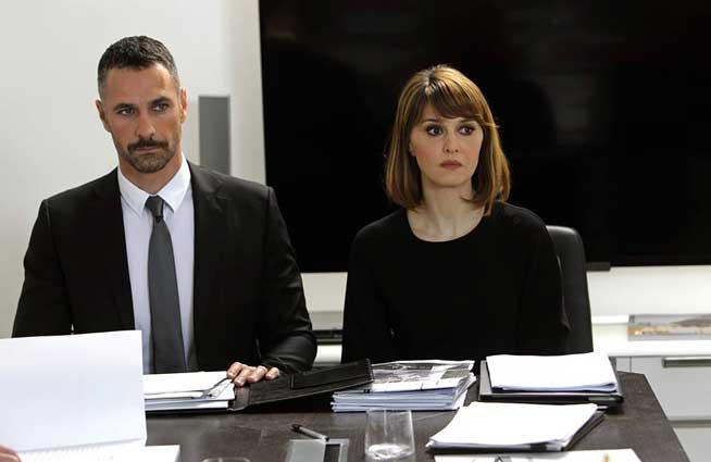 Paola Cortellesi e Raoul Bova nel film Scusate Se Esisto!