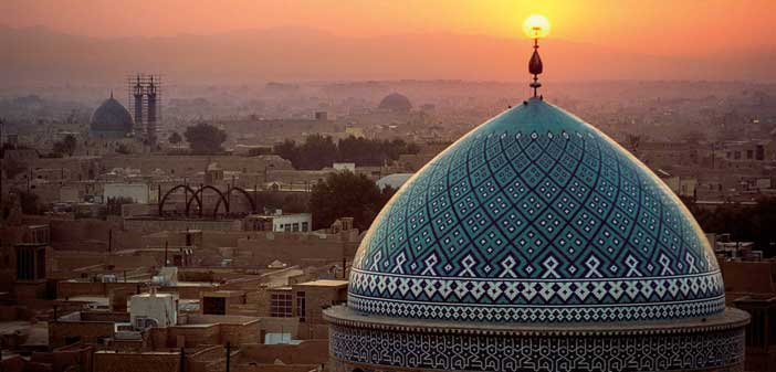 Sunset inflames the crescent symbol atop the dome of the Jame Masjid. ©Michael Yamashita