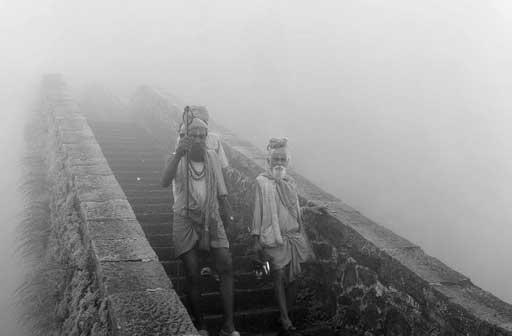Sadhu della nebbia, India - Giovanni Spreafico