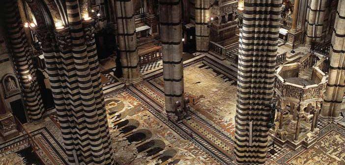 Scopertura straordinaria a luglio del pavimento del Duomo di Siena