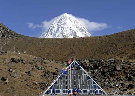 Enrico De Santis, Metempsicosi pitagorica, Monte Pumori e sotto la piramide a 5050 mt,  Nepa