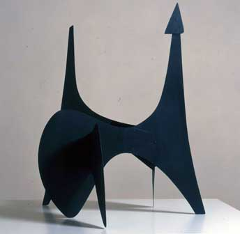 Alexander Calder, Bozzetto per il Teodelapio, 1962 alluminio verniciato, 64 × 47 × 58 cm Courtesy Palazzo Collicola Arti Visive Spoleto – Museo Carandente, Spoleto