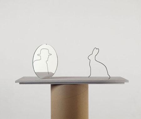 Markus Raetz, Hasenspiegel, 1988/2000, Filo di ferro galvanizzato, specchio, 21,5 x 20 x 60 cm © 2016 Markus Raetz, Prolitteris, Zürich - Foto: Peter Lauri, Bern