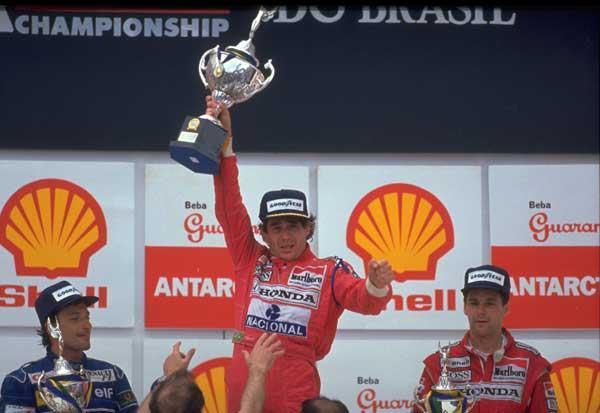 Interlagos - G.P. Brasile, 1991 Ayrton Senna con Riccardo Patrese e Gerhard Berger. Senna vince per la prima volta la corsa di casa. Sofferente sul podio dopo aver guidato a lungo con il cambio bloccato. © FOTO ERCOLE COLOMBO