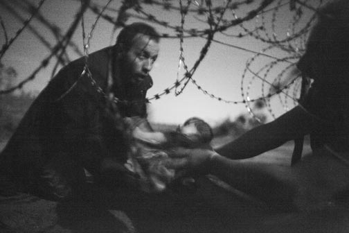 © Warren Richardson - Hope for a New Life - World Press Photo 2016