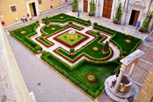 Pienza, giardino Barocco in piazza Pio II